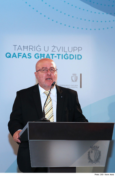 Mr Mario Cutajar speaking at the graduation ceremony